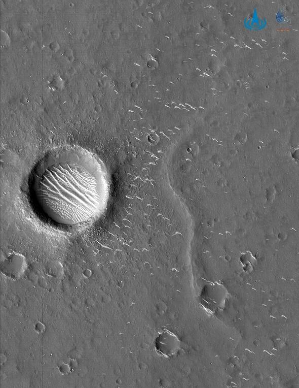Zdjęcie wykonane z atmosfery Marsa przez Chińska misje - Tianwen-1.