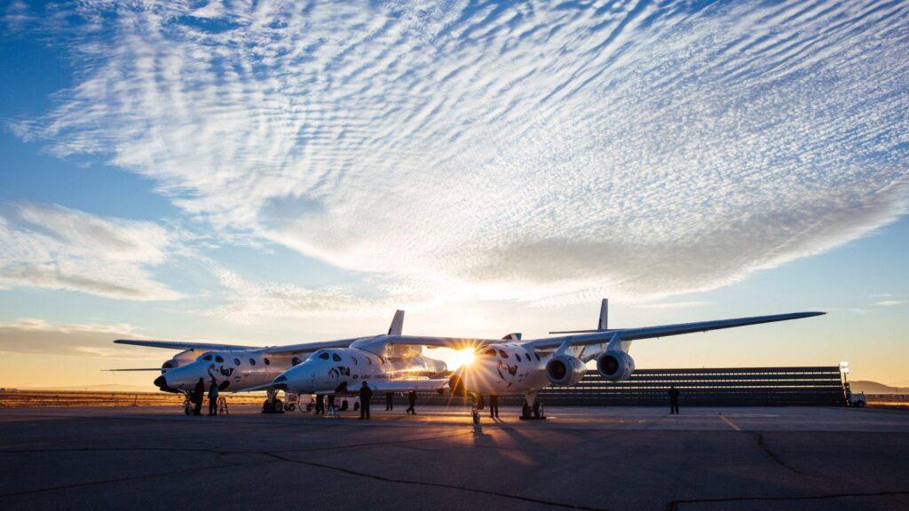 White Knight Two oraz SpaceShipTwo firmy Virgin Galactic na pasie startowym